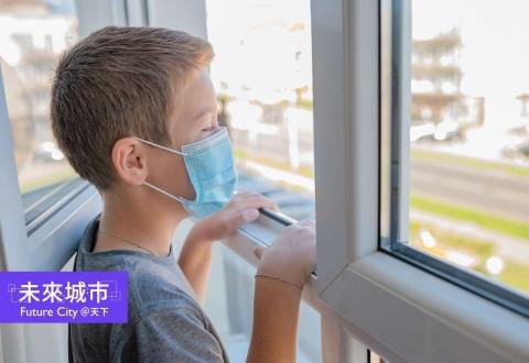 新冠病毒會空氣感染,室內通風如何改?風扇怎麼吹才對?